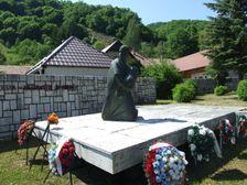 pamätník v obci Ostrý Grúň