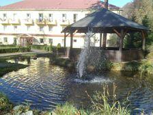 gejzírik/fontána v Sklených v parku