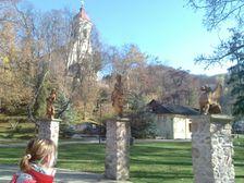 kúpeľný park s kostolom v Sklených Tepliciach