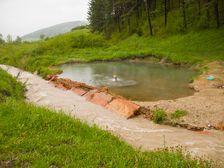 Termálne jazierko Kalameny počas povodní - úplná prázdnota :-)