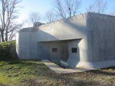 Bunker Lány