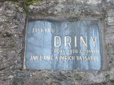 Pamätná tabuľa jaskyňa Driny