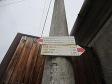 Turistický smerovník v Borinke