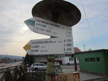Turistický smerovník v Sološnici