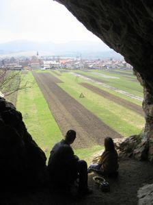 Portál Liskovskej jaskyne v lete