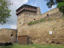 Filakovsky hrad - veza a hradby