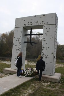 Pomnik obetiam Zeleznej opony v Devine