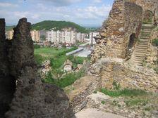 Filakovsky hrad - hradby a podhradie