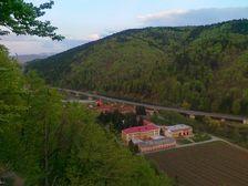 Vyhlad na sever od besiedky v Oravskom Podzamku - cesta R3