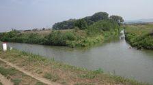 Batov kanal - stary a novy hranicny kamen