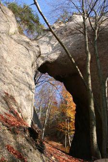 Diera v skale