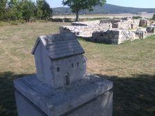Maketa kostola svätého Michala, dnes sú z neho len základy.