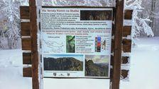 Informačná tabuľa o zaistenej ceste (via ferrate) Komín na Skalke