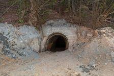 Odkrytý vstup do starej bane